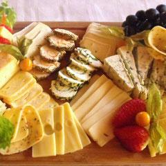 Käsebrett mit Trauben