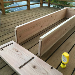 ホゾに木工用ボンドをたっぷり塗って組み立て