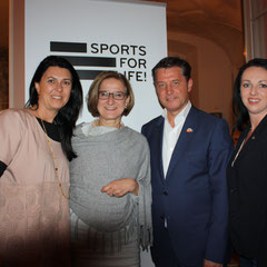 (l.n.r.) Renate Altenhofer, Landeshauptfrau Johanna Mikl-Leitner, Gerhard Hrebicek, Heidemarie Kipperer.