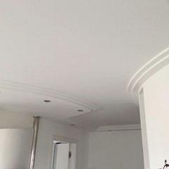 Gipskartondecke -glatt- mit eingebauten LED Strahlern