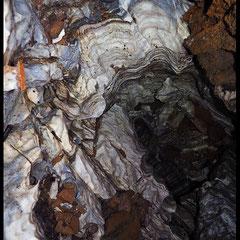 La Corona d'Antabia: pozzo nel marmo (P10) con micascisti