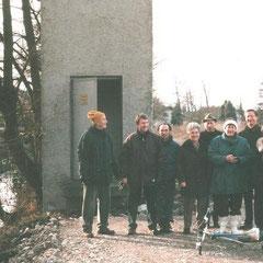 Familie Baumann und NABU-Mitglieder bei der Planung des Projekts 1999 (Foto: Edwin Strobel)