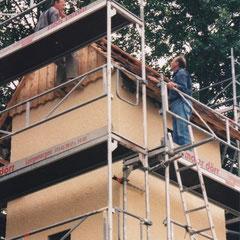 Dachdeckerarbeiten 1999 (Foto: Edwin Strobel)