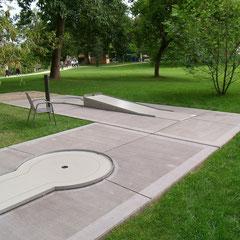 Concrete® Miniaturgolf- Bahnen bestehen aus zweilagig armiertem Beton.