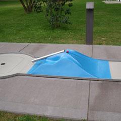 Die Oberfläche wird mit hochfestem Kunststoff beschichtet.