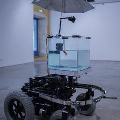 6 Machine 2 Fish, exosquelette pour poisson rouge. 2016. Quentin Destieu, Sylvain Huguet. Octobre numérique, Espace van Gogh, Arles