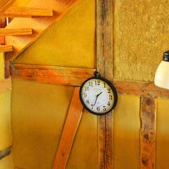 Detail: Uhr im Erdgeschoß