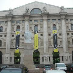 Milano - Edificio vincolato Palazzo Mezzanotte Piazza Affari