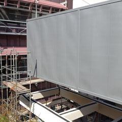 Marienhospital Stuttgart Modulbau - Montage eines Elektrocontainermoduls auf der Stahlunterkonstruktion