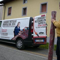 Ritiro e consegna tappeti dal Portogruaro gratuiti con furgone Tabriz carpet, lavaggio e restauro tappeti