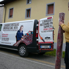 Ritiro e consegna tappeti dal Gradisca d'Isonzo gratuiti con furgone Tabriz carpet, lavaggio e restauro tappeti