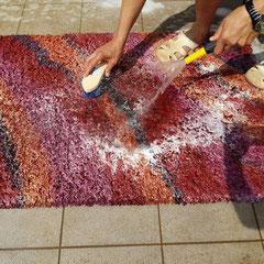 pulitura professionale tappeti moderni e orientali a Pozzuolo del Friuli con acqua e sapone neutro