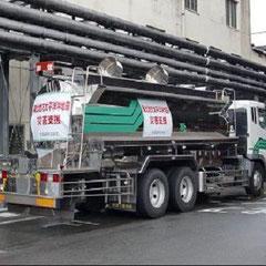 被災に救援に向かう弊社のトラック