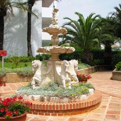 Miraflores: das sind auch viele Brunnen und farbenprächtige Blumen