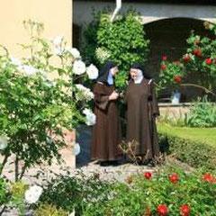 Schwestern im Garten