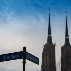 wurde in den Jahren von 1244 bis 1341 im Stil der Gotik errichtet. Seine Türme sind mit knapp 98 Metern die höchsten Kirchtürme der polnischen Stadt Breslau.