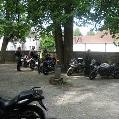 Ankunft in der fast leer gefegten Löwenherz-Villa. Parkplatz finden war kein Problem