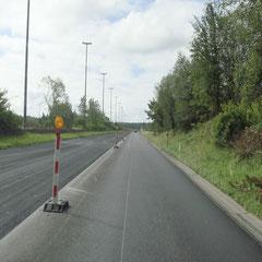 Wie auf der E42: kilometerlange Baustellen zur Fahrbahnerneuerung... Wo ham die die ganze Kohle auf einmal her?!?!