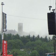 Sonntag: Tag 3 des Festivals - Die Nürburg liegt heut im dichten Nebel...