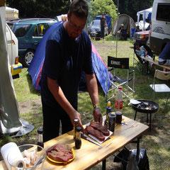 Johann bei der Zubereitung