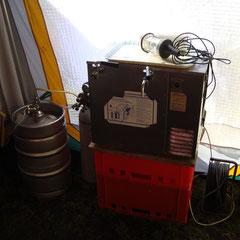 Tag 3: Donnerstag, 02.06.2011 - Nach Ankunft von Johann und Marcel wird der Bierkeller flux um ne Zapfanlage erweitert!