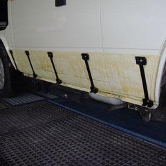 Die besagten Flächen unter der Beplankung im Anschluß ordentlich mit Hohlraumschutz-Spray behandeln.