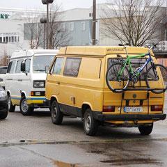 Gleich und gleich gesellt sich gern! Typisches Bulli-Fahrer-Syndrom: Immer da parken, wo schon ein Bulli steht!