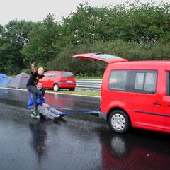 Das Nordschleifen-Bierkasten-Taxi.