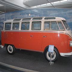 Der hier gezeigte Samba-Bus ist der 1.000.000 Transporter und rollte im Oktober 1962 vom Band!