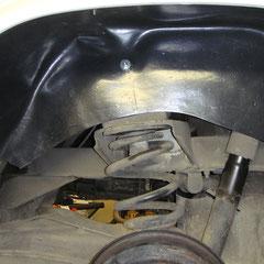 Der befestigte Innenkotflügel hinten links.