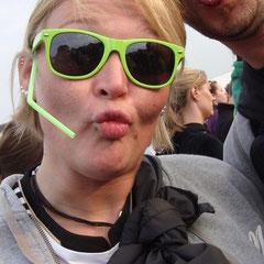 Attung, Attung...!!! Andrea mit ihrem neuen Headset.
