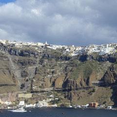Die Stadt vom Tenderboot aus gesehen.