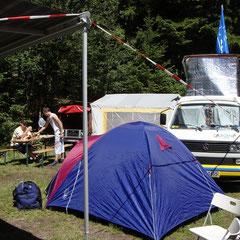 So langsam erwacht unsere Ecke des Campingplatzes zum Leben.