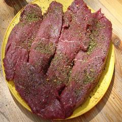 Zum vorgezogenen Mittagessen gibt's heute zur Abwechslung mal Steaks (man gönnt sich hier am Ring ja sonst nix!)