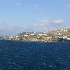 ... weshalb heute nicht im Hafen angelegt wird, sondern draußen, wo es etwas ruhiger ist!
