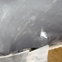 Befestigung des Innenkotflügels vorne rechts.