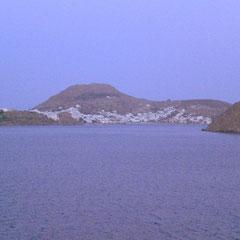 Im Morgengrauen liegt die Insel Patmos vor uns.