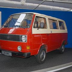 T3 aus dem Jahre 1979 im absoluten Originalzustand! 4 Zylinder Boxer mit 1,6l Hubraum und 50PS. Der hier ausgestellte T3 Kombi ist einer der ersten Transporter der 3. Generation, die in Serie gefertigt wurden.