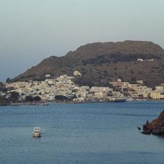 Und dann geht's hin und her zwischen Schiff und Patmos.