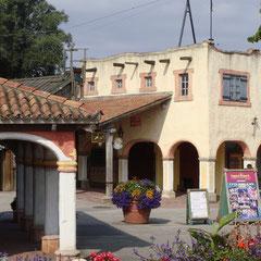 Auf zur Frühstückspause im schön gestalteten mexikanischen Teil des Parks