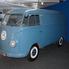 Der hier ausgestellte Prototyp wurde bis in die 60er Jahre als Logistikfahrzeug auf dem VW-Werksgelände eingesetzt und fand erst dann seinen Weg ins Museum!