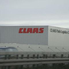 Kurz noch 'n Bild ganz speziell für Jürgen geschossen: Riesen-Lagerhallen von Claas.