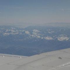 Nach kurzer Zeit sind schon die Alpen in Sichtweite.