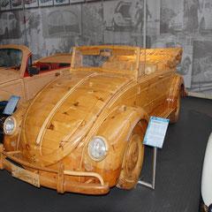 Holz-Käfer aus dem Jahr 1999. Kein Motor! Komplett aus Holz! Er wurde für den Karneval von Venedig angefertigt und ist mit Außenbord-Motor fahrfähig!
