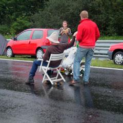 Von den zwischenzeitlichen wiederholten Regenschauern lässt sich hier keiner den Spaß verderben!