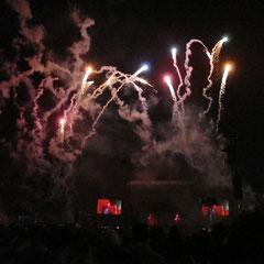 """""""Coldplay"""" starten ihren Gig mit Feuerwerk"""
