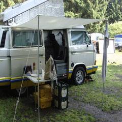 """Tag 6: Sonntag, 05.06.2011 - Die Zelte werden so langsam abgebrochen und durch die Soarvariante """"Sonnensegel"""" ersetzt."""