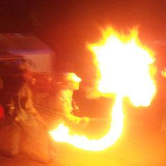 Zur Geisterstunde dann noch Feuerspucken bei den Nachbarn