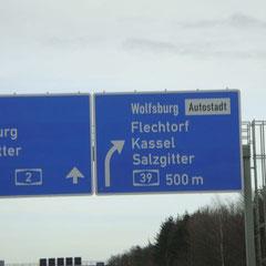 Wolfsburg-Autostadt: Das sieht richtig aus; hier fahrn wir mal raus!