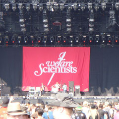 """We are Scientists"" auf der Centerstage."